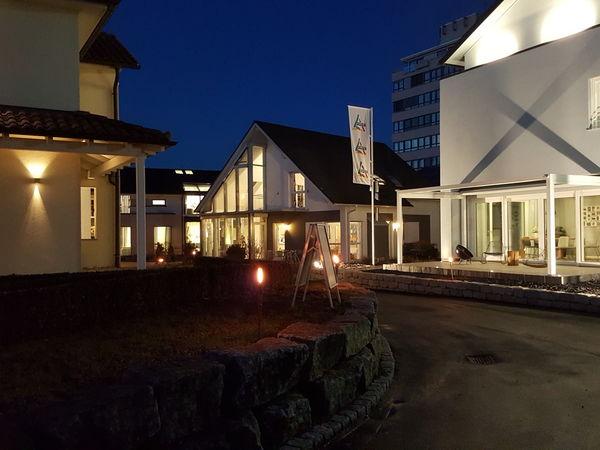 """""""Fensterln"""" in der Hausausstellung in Fellbach bei der """"Nacht der Musterhäuser"""""""